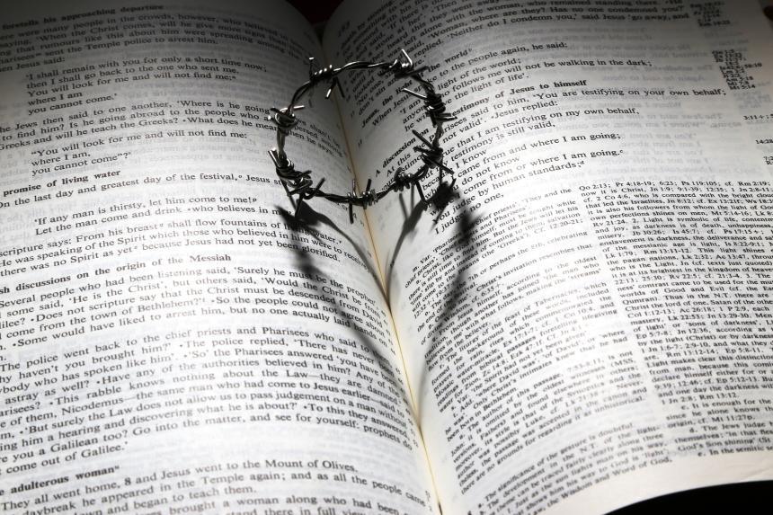 Bibeln och törnekronan.