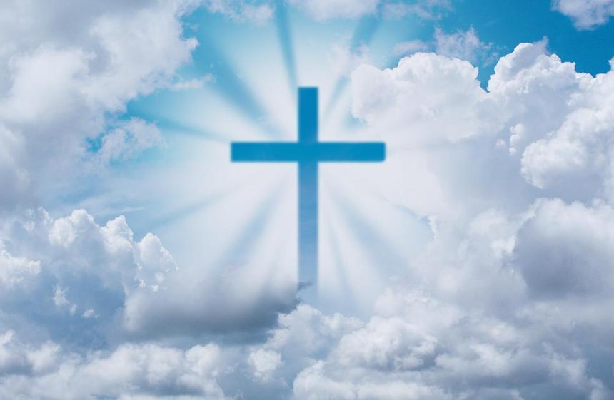 Хрест і хмари.